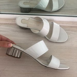Auth SALVATORE FERRAGAMO BELLUNO WHITE SANDALs sz8